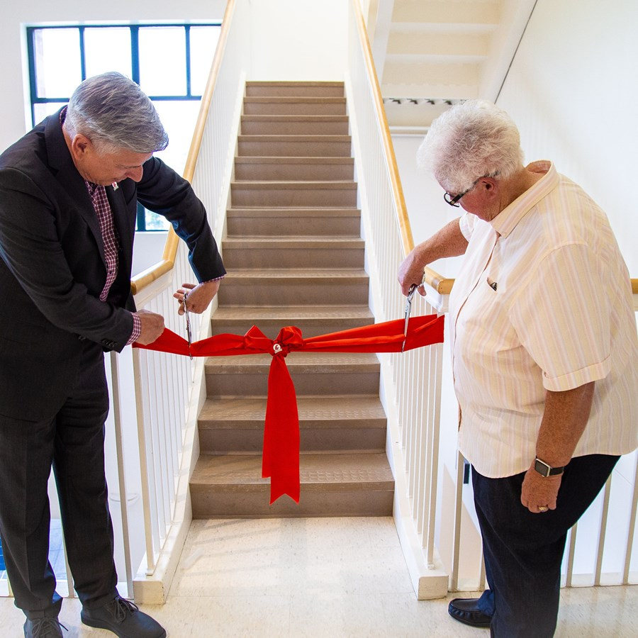Chancellor Mel Netzhammer and Gay Selby cutting the ribbon to Selby Tower